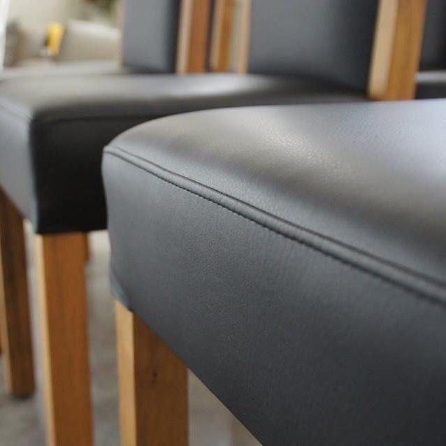 königherz Polsterei: Vollholzstuhl neu bezogen mit hochwertigem Echtleder