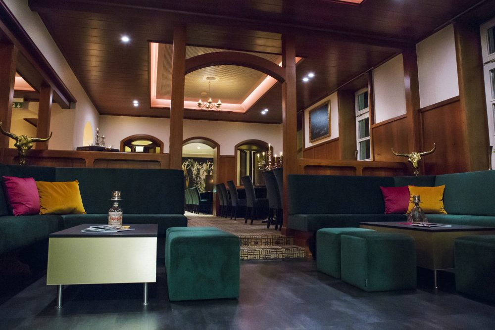 königherz Polsterei Objektausstattung inkl. Farbkonzept: Restaurant Markgraf Backnang - Lounge